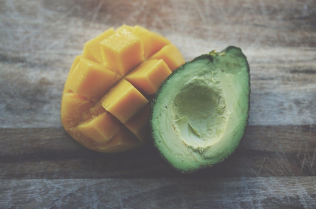 MANGO AVOCADO DETOX SMOOTHIE